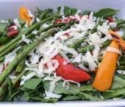 Salat med grillet asparges