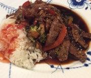 Lynstegt kød og grønsager