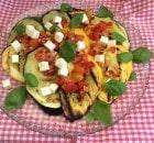 Squash med tomatsalsa og feta