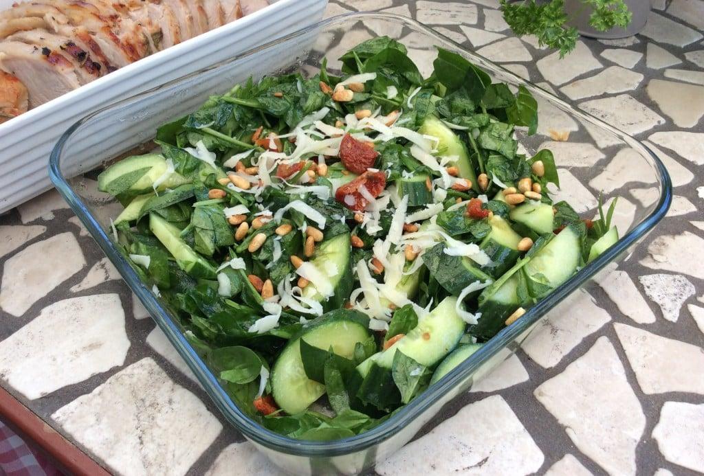 Spinatsalat med agurk