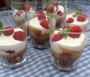 Dessert med sommermodne bær