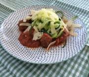 Krydret kødboller i tomatsauce