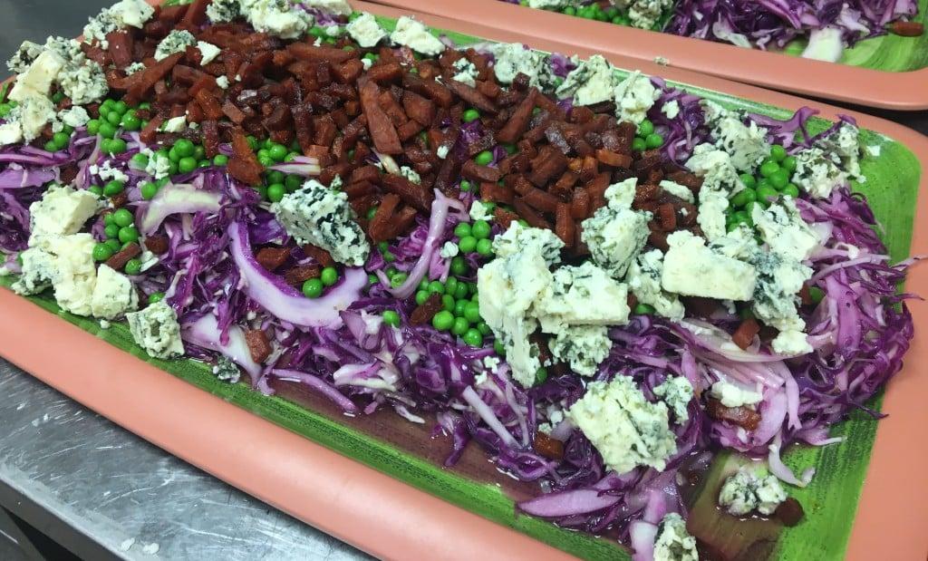 Spidskålsalat med chorizo